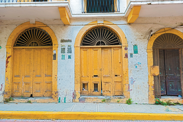 Casco viejo yellow doors