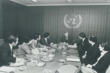 1981 jci president gary nagao visits un secretary general waldheim